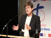 Oberkirchenrätin Katrin Göckenjahn-Wessel stellt die Personalplanung der Landeskirche vor